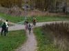 SM-cyclocross 2011 ajettiin Helsingin Kontulan Kelkkapuistossa 10.10.2010. Kuva on ensimmäiseltä kierrokselta, jossa naisten kärki on vielä yhdessä. Lähestytään kuitenkin juuri kilpailun ratkaisupaikkaa (kts. seuraava kuva).