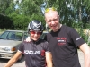 Riikka Pynnönen on voittanut Pohjoismaiden mestaruuden aika-ajossa luokassa N30. Valmentaja Pasi Ahlroos oli ensimmäisenä onnittelemassa tuoretta mestaria.