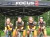 Teamin naiset ottivat 7.7. kotikentällä kaksoisvoiton SM-paritempossa. Naisten matkana oli 27 km. Mestariksi ajoi Laura Lilja ja Riikka Pynnönen. Hopealle vain 65 sadasosaa heikommalla ajalla polkivat Emma Sten ja Anna Lindström. Pronssipallille jätettiin kahden edellisen vuoden mestari HyPy nyt lähes puolitoista minuuttia kärjelle jääneenä.