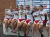 U6 cycle tour -etappikilpailu jatkui kortteliajolla. Joukkueen päivän taktiikka oli saada korttelimutkissa vahvaksi tiedetty Lotta Lepistö palkintopallille. Taktiikka onnistui täydellisesti, sillä Lotta voitti päivän etapin!!! Hieno saavutus, sillä kilpailussa on mukana kovan tason ajajia Ruotsista, Norjasta, Tanskasta, Saksasta ja Hollannista. Kokonaiskilpailussa Lotta on vain kolme sekuntia kärkeä perässä neljäntenä, Riikka Pynnönen 12. ja Emma Sten 22. Pistekilpailussa Lotta nousi kolmannelle paikalle. Joukkuekilpailussa kärki tasoittui, mutta SFI-joukkueen sijoitus säilyi edelleen viidentenä.