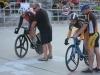 Jenni Kukkonen eteni kevyesti ratapyöräilyn SM-eräajossa naisten elite-luokan finaaliin. Siellä hän kävi kovaa kamppailua mestaruudesta Elisa Turusen kanssa, kummankin voittaessa yhden kahdesta ensimmäisestä erästä. Ratkaisevassa kolmannessa erässä Elisa oli niukasti edellä. Jennille kuitenkin SM-hopeaa eilisen kultamitalin jatkoksi.