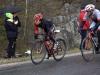 Jaana Hyvärinen ajoi vahvasti Satakunnan etappiajoissa Ulvilassa. Jaana sijoittui kilpailun avanneella lyhyellä prologilla toiseksi ja voitti sunnuntaina kylmissä ja märissä olosuhteissa ajetun toisen maantie-etapin. Kokonaiskilpailussa Jaana sijoittui ensitietojen mukaan toiseksi lauantain etapin voittaneen AHH Teamin Maija Syrjän jälkeen, joka oli sunnuntaina toinen. Tarkistuslaskennan jälkeen Jaana sai kuitenkin lauantain loppukiristä neljä hyvityssekuntia, jotka nostivat hänet kokonaiskilpailun voittoon. Kolmas oli prologin voittanut, nykyään Uudenmaan Pyöräilijöitä edustava Focus Ladiesin entinen ajaja Kirsi Väinölä. Elina Hiltusen kuvassa Jaana kirii sunnuntain etapin voittoon. Jaana päätti lahjoittaa voittamansa rahapalkinnon 100 euroa Team Elina Jouhkin syöpäkeräykseen.