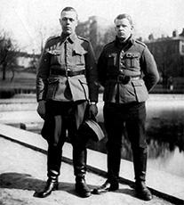 Olgert Rusetsky ja Birger Ostrow astuttuaan armeijan palvelukseen.
