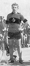 Maamme ehkä sen hetken parhain pyöräilijä Nils Riuttanen kaatui jatkosodan alkumetreillä.