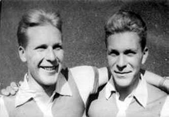 Aatos (vas.) ja Aulis Sivén menestyivät mukavasti Ruotsin Värnamossa Kronloppetissa. Aulis oli neljäs ja Aatos kuudes.