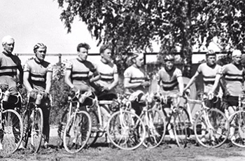 Seuran yhdeksän A/B-Iuokan pyöräilijää. Urban Malmberg (vas.), Stig Salomonsson, Bror Westerberg, Aulis Sivén, Henrik Rantanen, Leo Mielonen, Sven