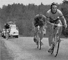 Pentti Yliselä SM-ajossa. Takana 150 km ja vain 30 km jäljellä. Ajosta tuli vahva ensiesiintyminen, vaikka Pentti ei aivan kärkikymmenikön vauhdissa pysynytkään.